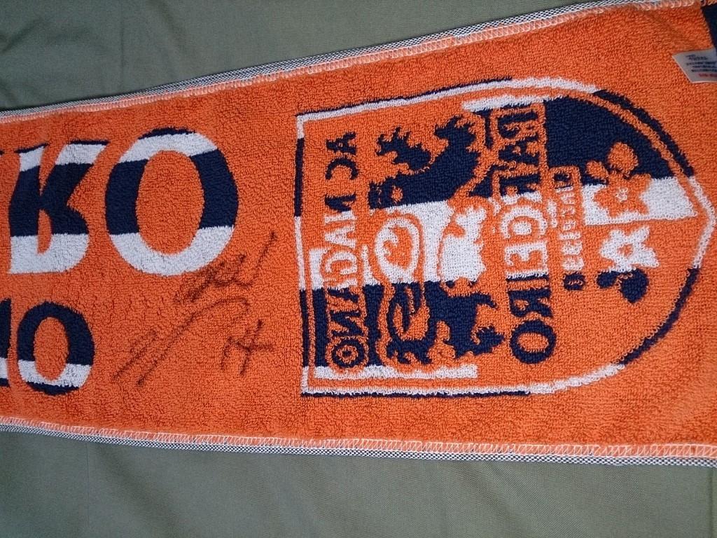 高野選手にサインをしてもらいました。